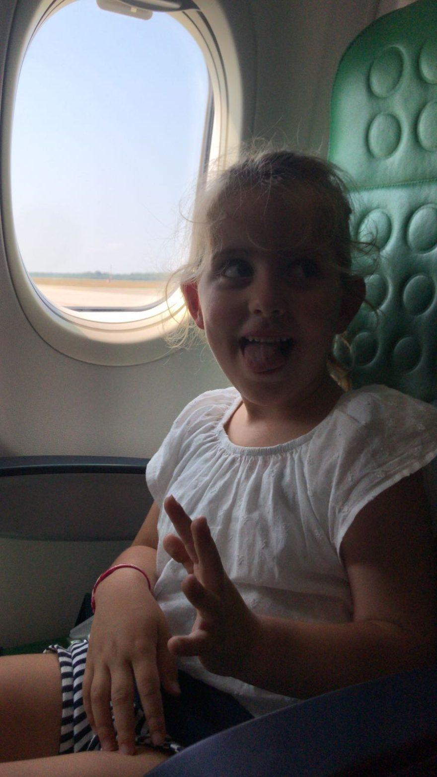 Mijn vriendinnetje gaat vliegen #VAKANTIE #mallorca met papa en mama, fijne vakantie meis